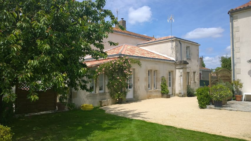 La Forge aux Ecuries du Château en Vendée, - Nieul-sur-l'Autise - House