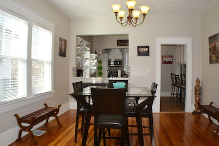 BRAND NEW DOWNTOWN HOUSE SLEEPS 5 HIGH END LUXURY - Roanoke - House