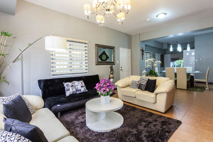 Taguig Spacious 4BR Tandem Unit - 25mbps Fibr wifi - Levy Mariano Ave., Taguig City - Daire