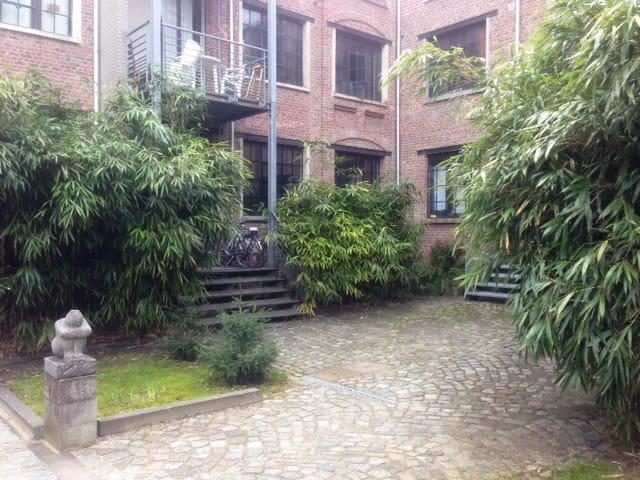 Chambre privée dans ancienne chocolaterie (loft)