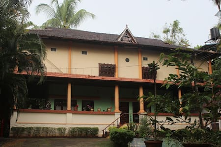 Backwater Retreat Theme House - Kumarakom