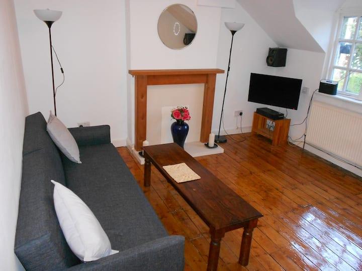 Beautiful flat in epicentral picturesque Prestbury