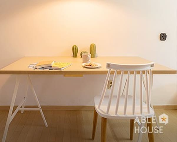 Share house/Room for 2/best location/성수역 5분거리