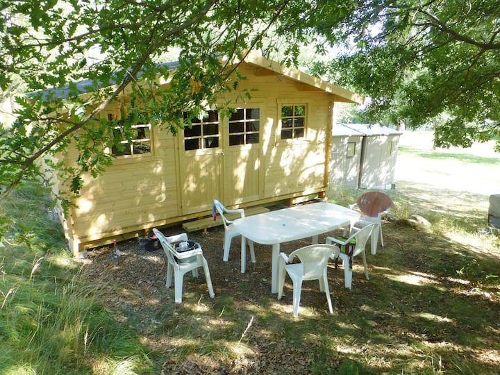 Cabane d'été au verger