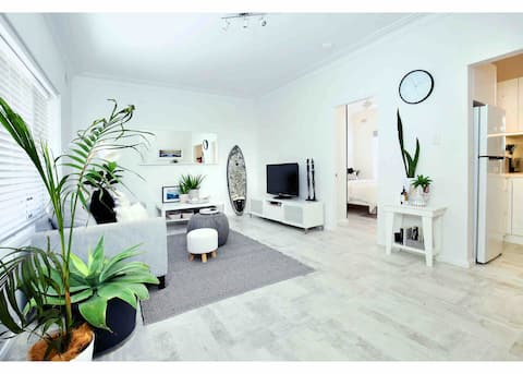 Beautifully renovated quiet unit in Cronulla.