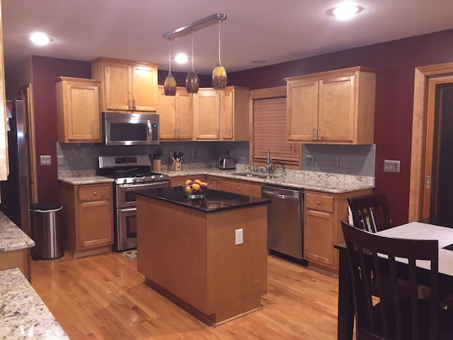 Erin Hills just a short drive! - Waukesha - House