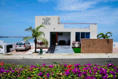 Gran Duplex con Terrazas  al mar en Club Privado