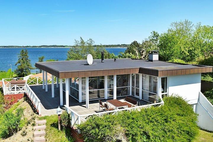 Pintoresca casa de vacaciones en Mesinge con vistas al mar
