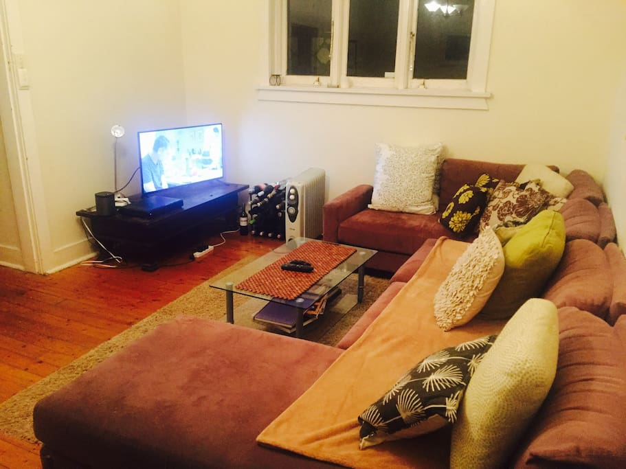 Great Loungeroom with cable TV