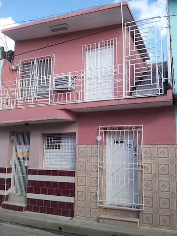 Gabi Hostal - Camagüey - Apartemen