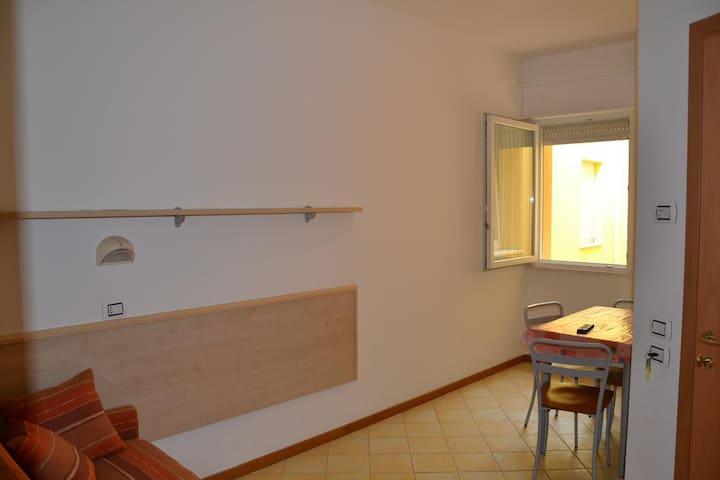 Appartamento con balcone a 130 metri dal mare