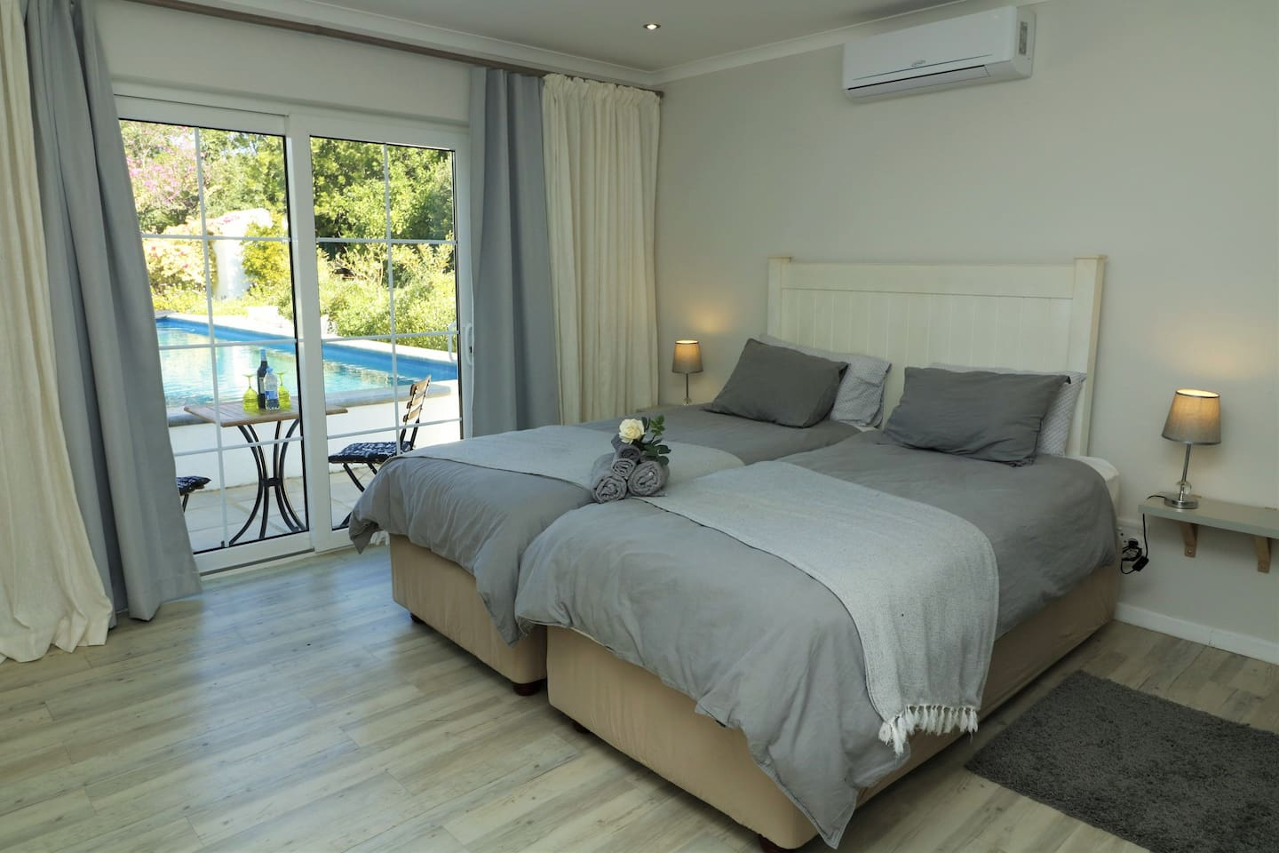 Olive, our en-suite studio next to the pool with new bed set Sealy extra length