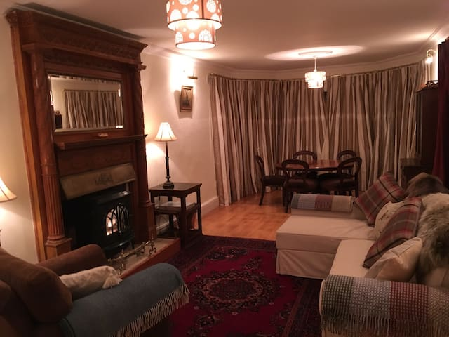 Very large, luxury room for three - Kilmacanoge - House