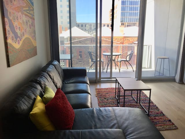 Rundle Retreat-Central CBD- Free Parking and Wi-Fi