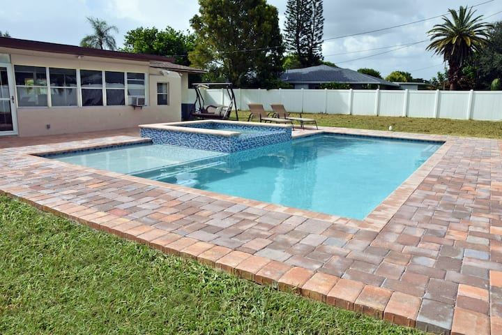 Cape Coral Downtown gem pool house