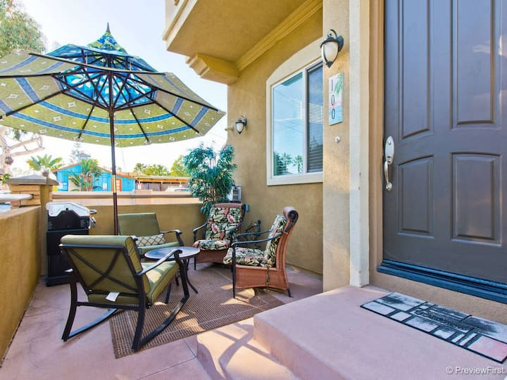 Heart of Carlsbad Village beautiful townhome