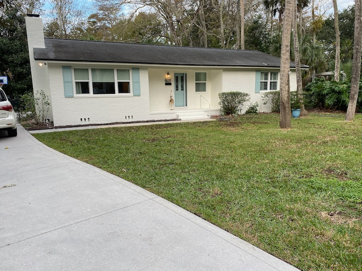 Atlantic Beach home close to beach & town center!