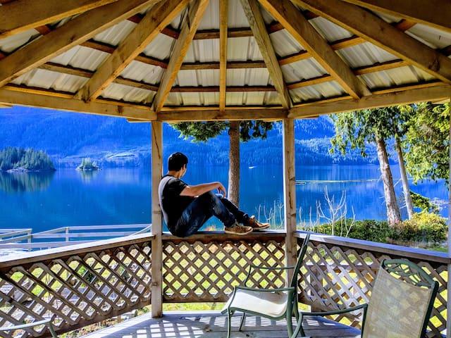 Frigon B&B - Stunning views, right by the sea!