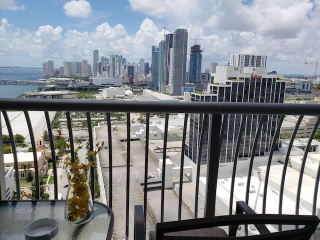 Modern Highrise w/ VIEW in Heart of Miami +PARKING