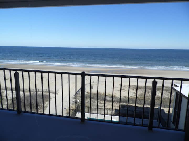 Oceanfront 2 Br, Pool, Amazing View ST 302