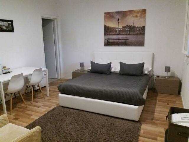 Knightsbridge B&B. San Giorgio Di (Website hidden by Airbnb)   R/D