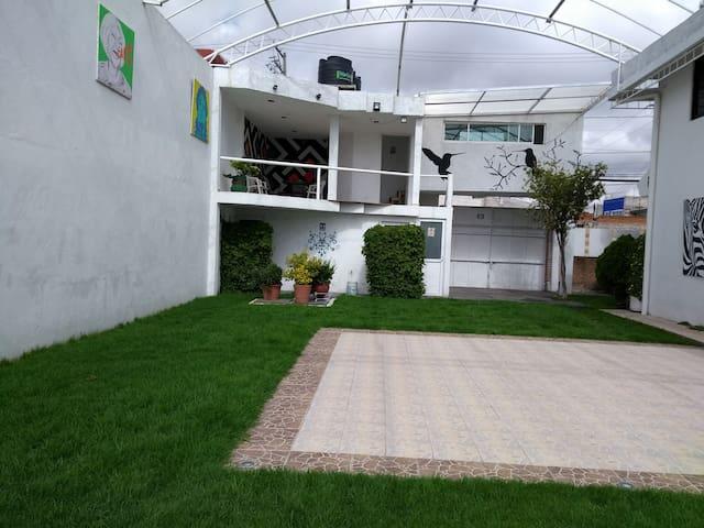 Hola! Bonita casa-jardín en su paso por Puebla.