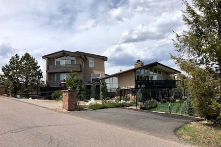 Mountain Estate with hot tub, court, & city views!