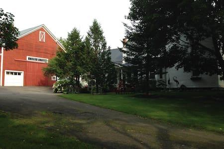 Restored 1840 Farm House - Patten