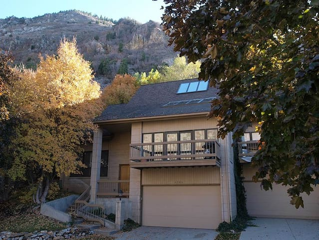 Alta/ SnowBird Ski Townhome in Little Cottowood - Sandy - Casa