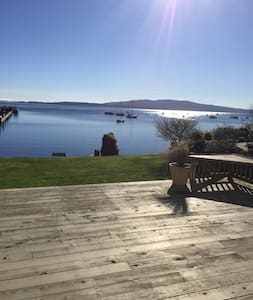 Beautiful Ocean Front Beach House - Mill Bay