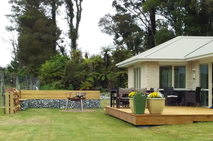 BerkeleyVale Homestay with real New Zealanders.