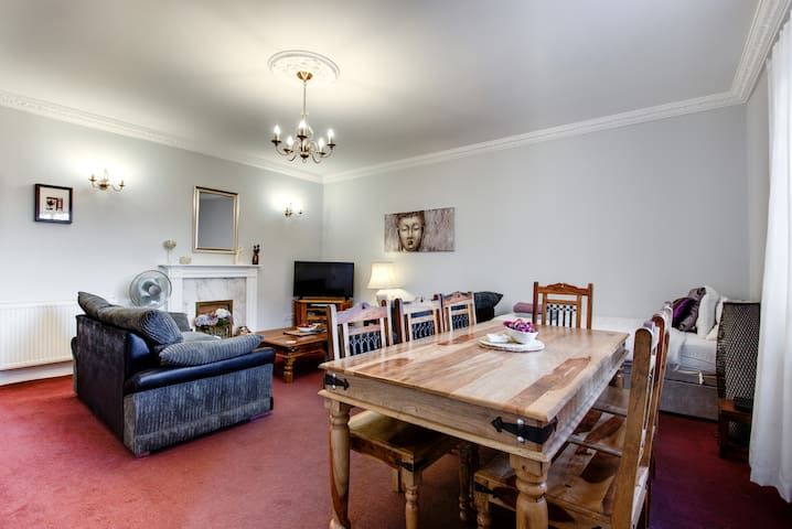 Budget 3 bed  MINS FROM M1/30 Free Parking