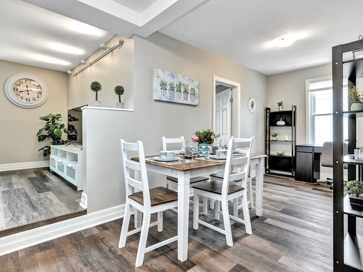 Newly Renovated - Modern 2BR with King Bed - Free Parking!