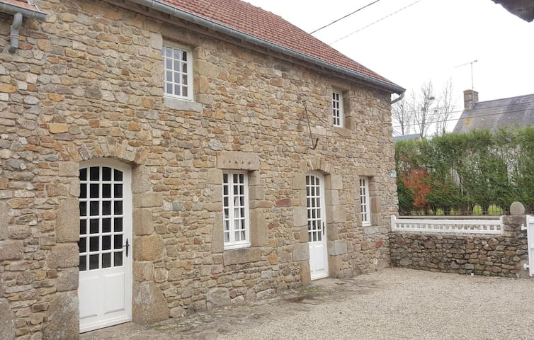 Semi-Detached with 3 bedrooms on 100 m² in Tourville sur Sienne