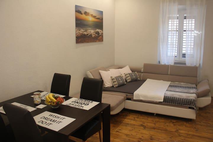 Mara - Deluxe Studio Apartment 2