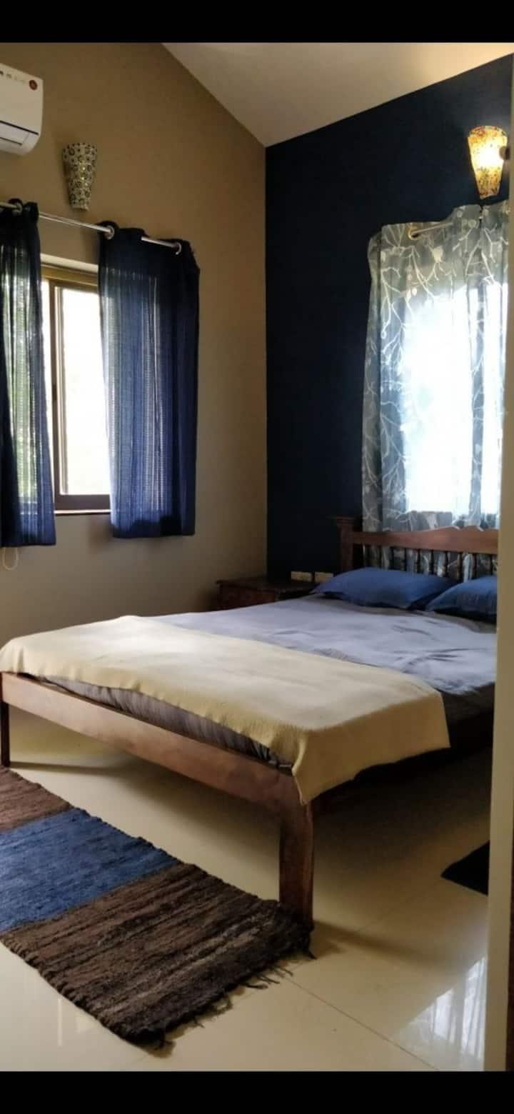 Royal master bedroom in Luxurious 2bhk at Siolim