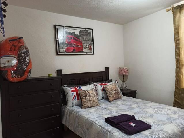 Otra vista del Cuarto 1 con cama matrimonial, muy agradable, comoda, confortable