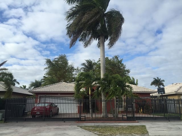 little studio in West kendall - Miami - Apartamento