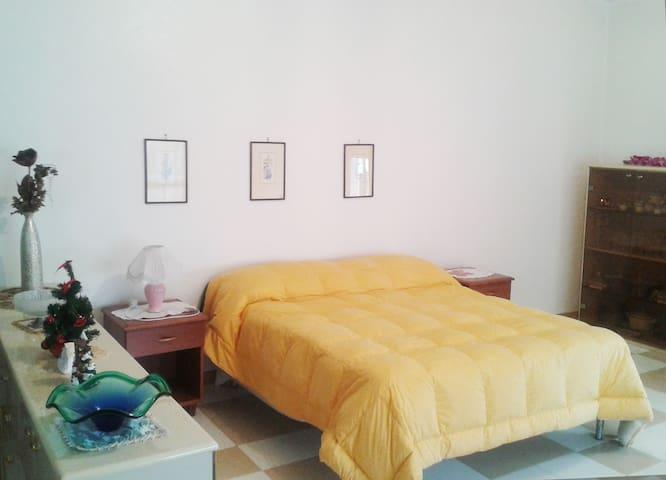 Camera Matrimoniale 2 - Mondragone - Villa