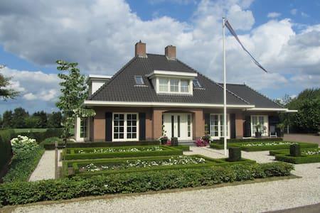 Comfortabele B&B in mooi landhuis - Baarlo - 家庭式旅館