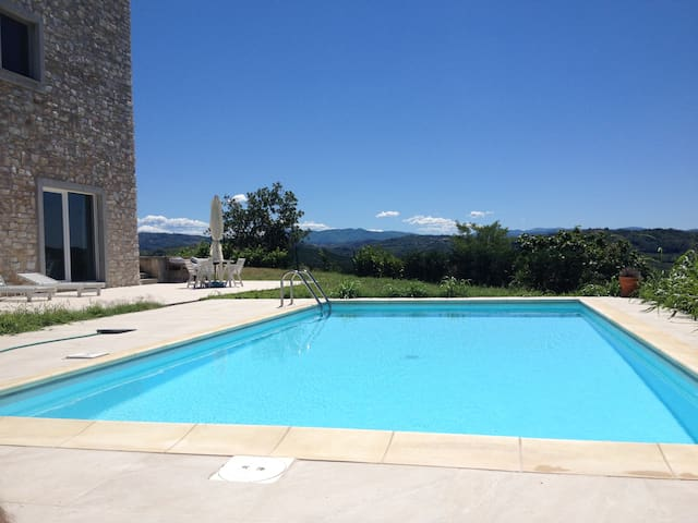 Villa panoramica con piscina Oltrepò Pavese, Pavia