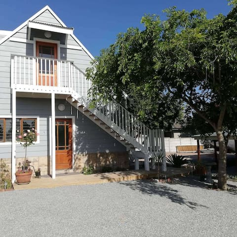 Self Catering Loft, 300m from Fancourt Golf Estate