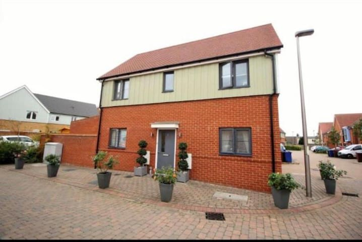 Luxury 3 Bedroom House; Close To London & Dartford