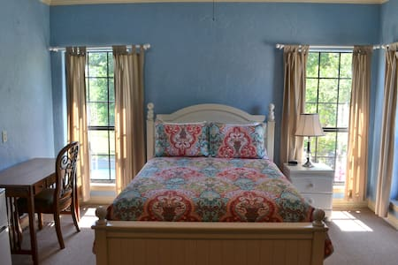 The Blue Room at Oak Creek RV Resort - Weatherford