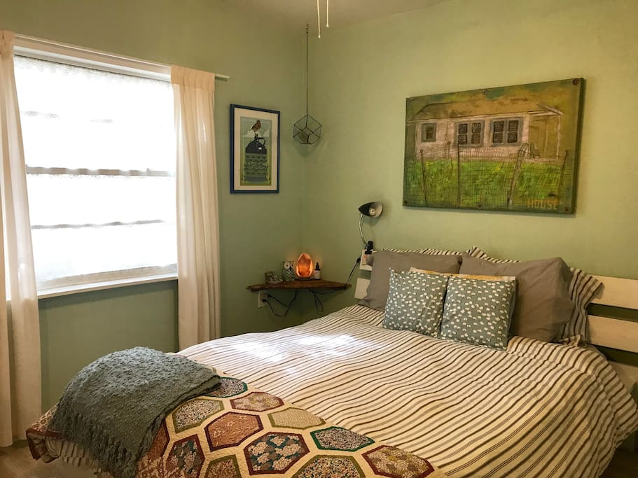 Your Private Bedroom; Cozy Space with a Queen Bed