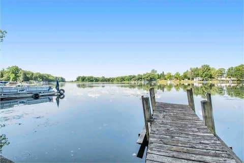 Beautifully renovated lake house getaway