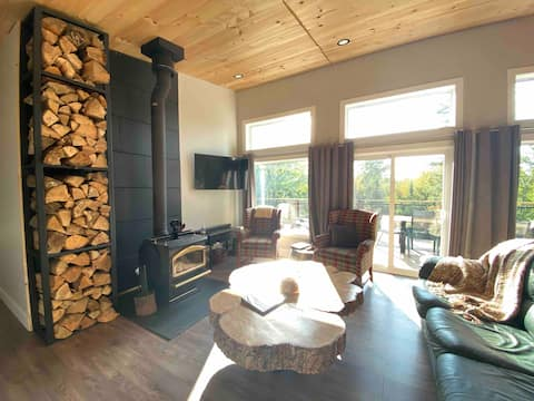 Modern, 3 bedroom Cottage with a hot tub