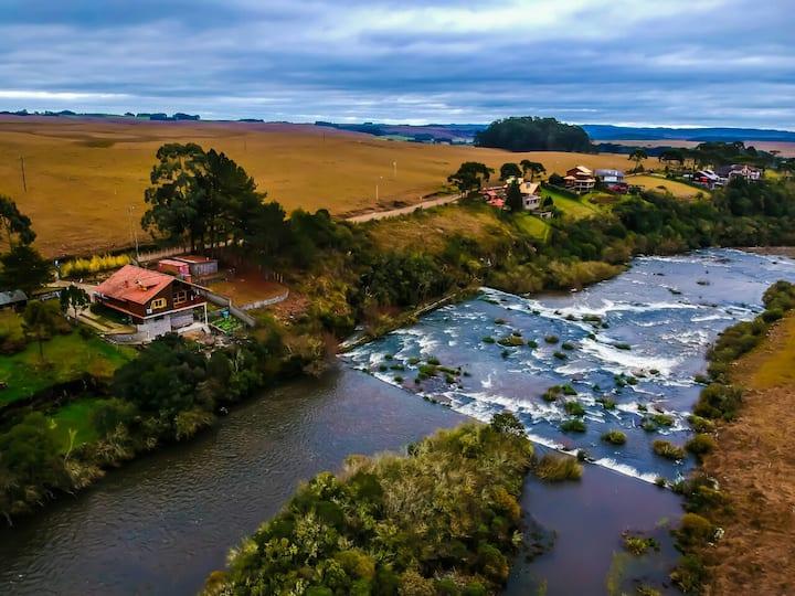 Cabana Bururi, casa de campo à beira do Rio Bururi