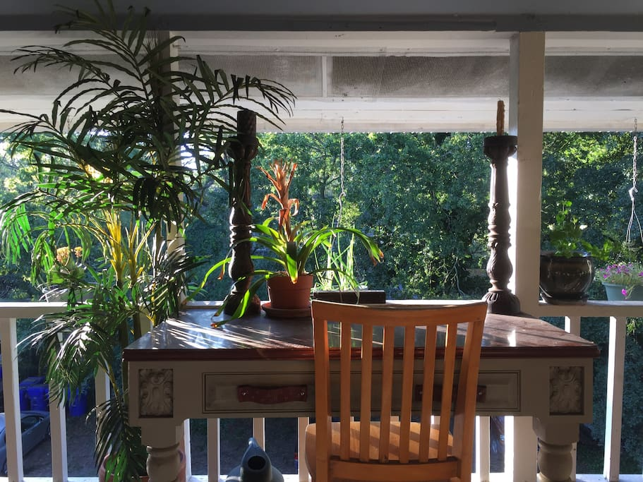 For those of you mixing business with pleasure -  here's a great balcony workspace.
