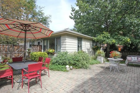 Lovely Central Oak Park 2-bedroom Coach House - 橡樹園